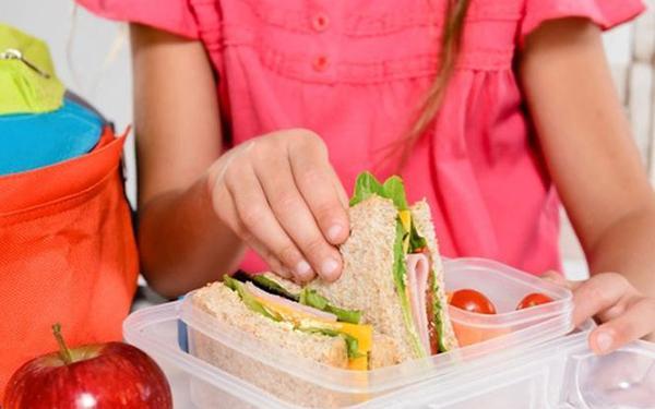 Drugie śniadanie dla dziecka. Pomysły na zdrowe drugie śniadanie do szkoły